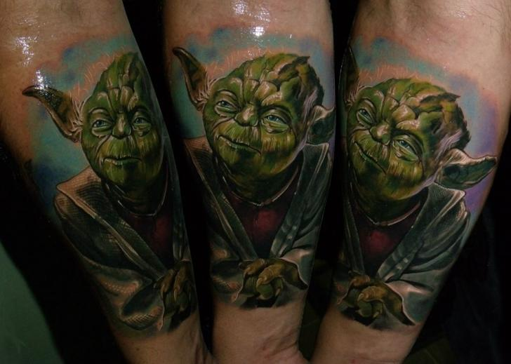 Arm Fantasie Yoda Tattoo von Qrucz Tattoo
