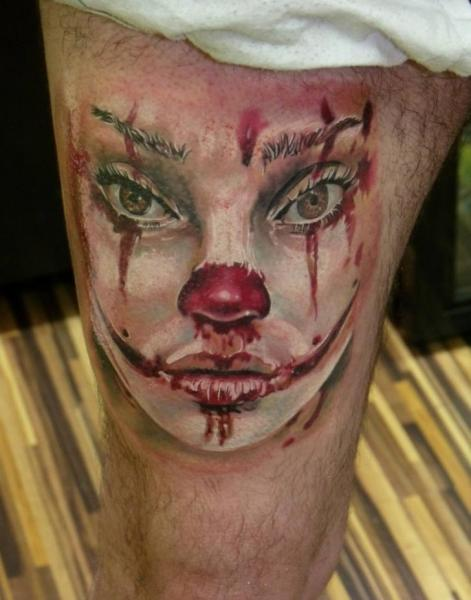 Fantasie Clown Oberschenkel Blut Tattoo von Qrucz Tattoo
