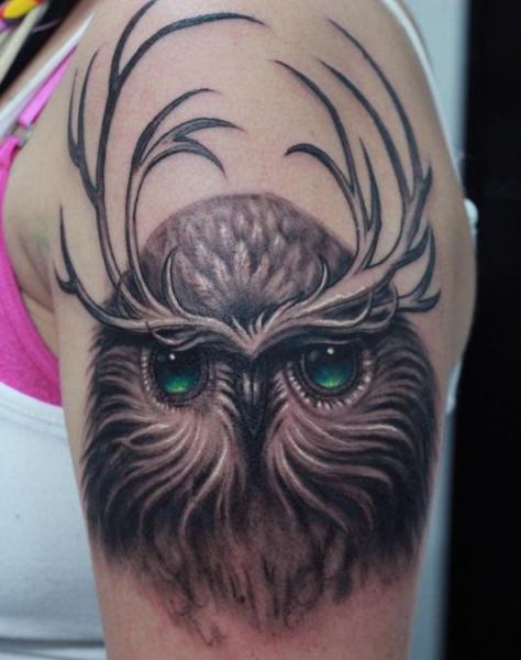 Shoulder Owl Deer Tattoo by Darwin Enriquez