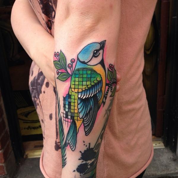 Tatuaje Brazo New School Pájaro por Mike Stocklings