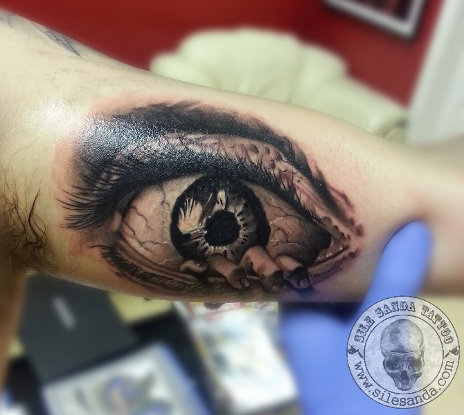 Arm Realistic Eye Tattoo by Sile Sanda