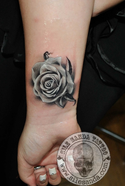 Arm Realistic Rose Tattoo by Sile Sanda