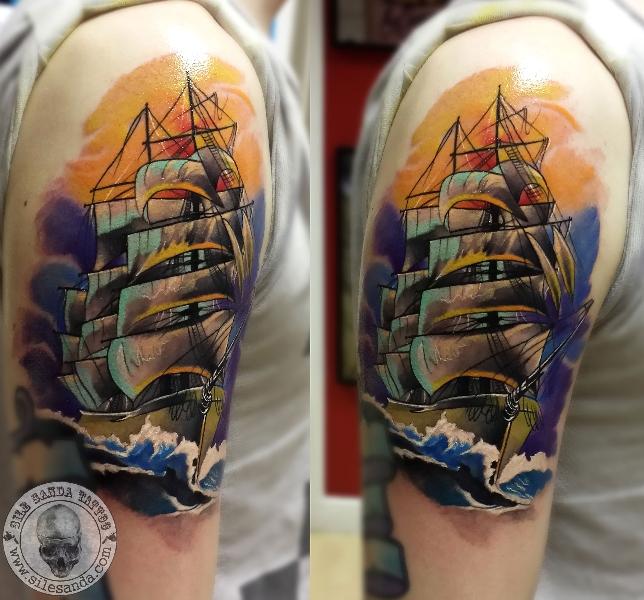 Tatuaje Hombro Galeón por Sile Sanda