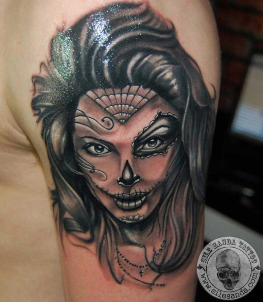 Shoulder Mexican Skull Tattoo by Sile Sanda