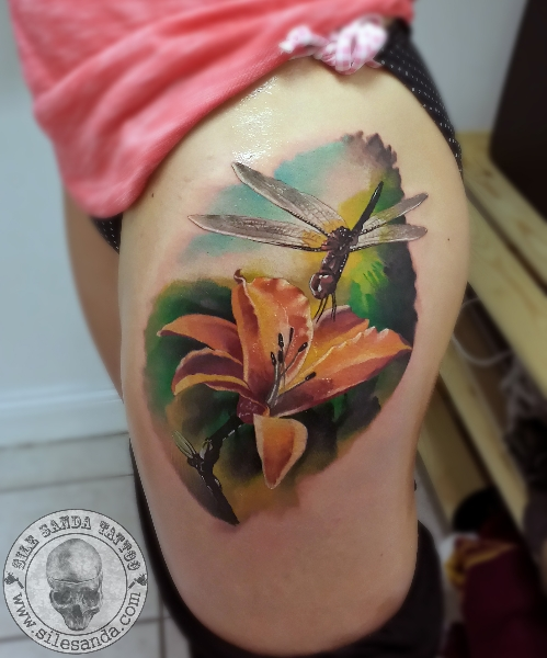 Realistic Flower Dragonfly Thigh Tattoo by Sile Sanda