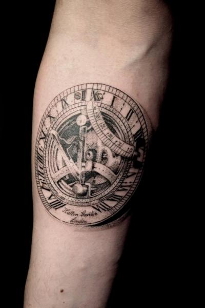 Arm Realistische Uhr Dotwork Tattoo von The Lace Makers Sweat Shop