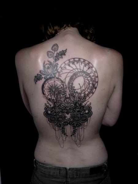 Tatuaje Espalda Dotwork por The Lace Makers Sweat Shop