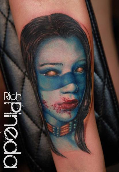 Tatuaje Brazo Fantasy Mujer Sangre por Rich Pineda Tattoo