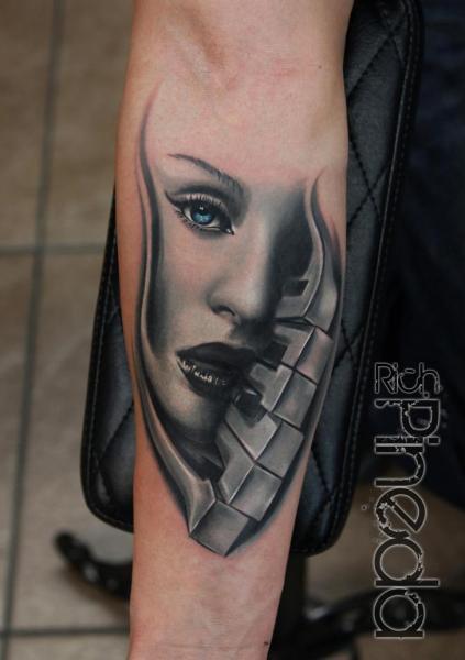 Arm Frauen Piano Tattoo von Rich Pineda Tattoo