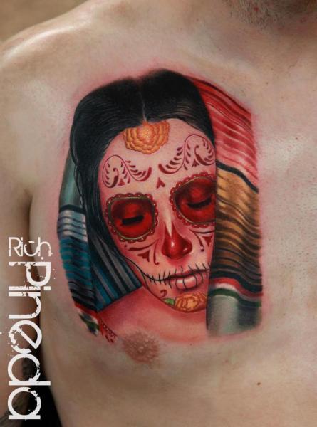Brust Mexikanischer Totenkopf Tattoo von Rich Pineda Tattoo