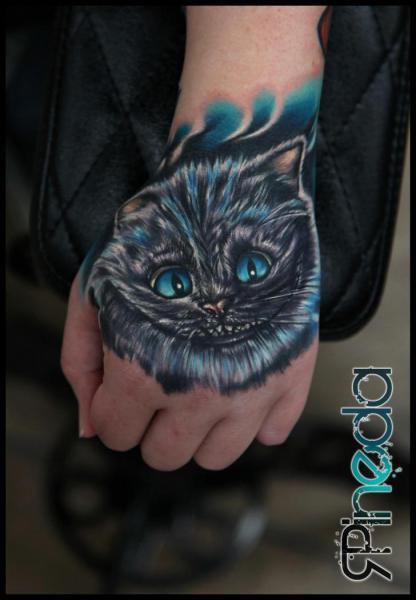 Tatuaggio Fantasy Mano Gatto di Rich Pineda Tattoo