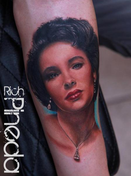 Arm Porträt Realistische Frauen Tattoo von Rich Pineda Tattoo