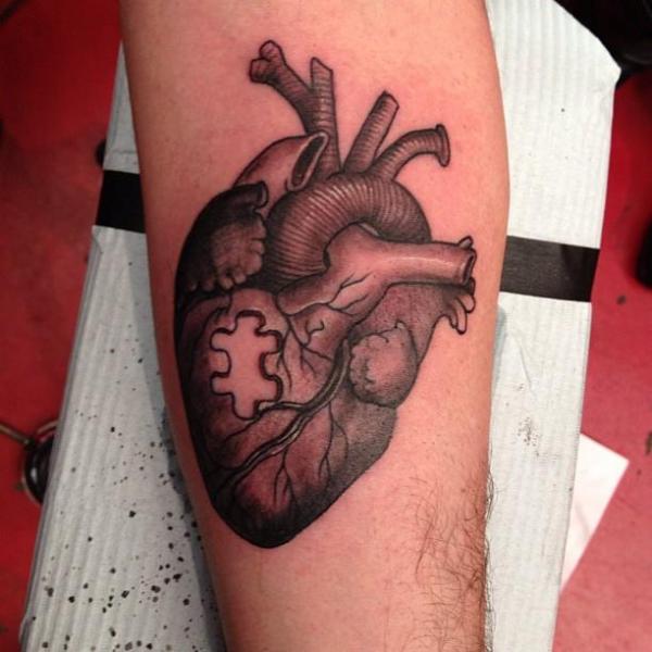 Tatuaje Brazo Corazon Rompecabezas por Camila Rocha
