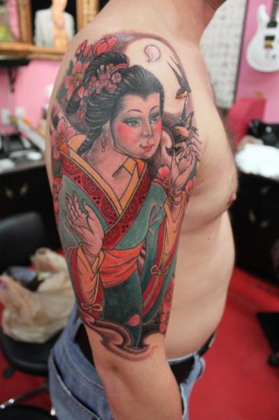 Shoulder Japanese Geisha Tattoo by Camila Rocha