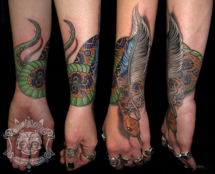 Arm Schlangen Feder Tattoo von Tim Kerr