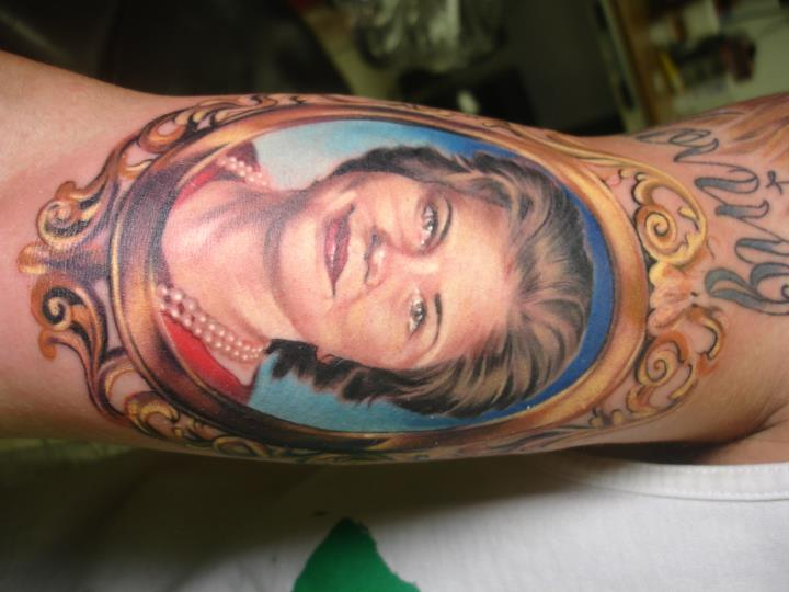 Arm Porträt Medallion Tattoo von Heather Maranda