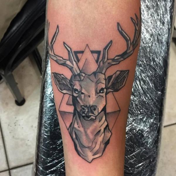 Arm Reh Tattoo von Border Line Tattoos