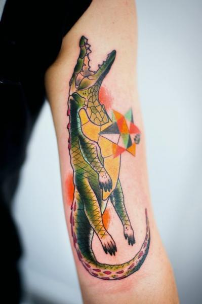 Tatuaggio Braccio Coccodrillo Astratto di Mariusz Trubisz