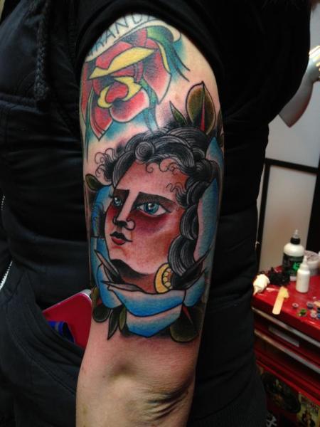Arm Blumen Kopf Tattoo von Matt Adamson