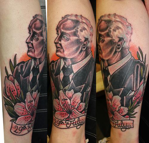 Arm Porträt Blumen Tattoo von Matt Adamson