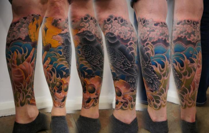 Waden Totenkopf Krähen Tattoo von Matt Adamson
