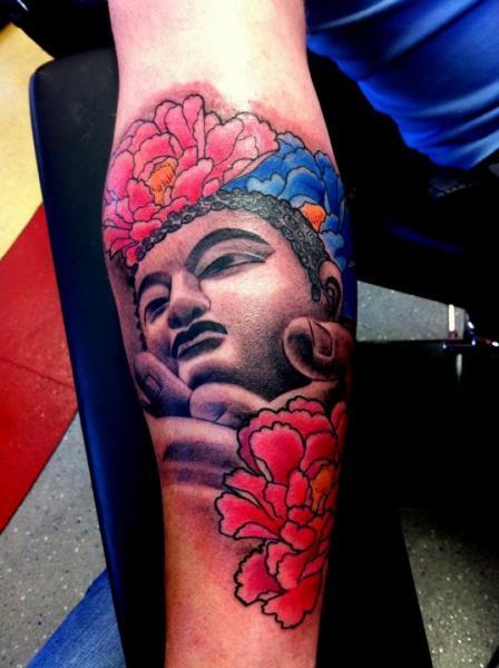 Tatuaje Brazo Flor Buda Religioso por Alans Tattoo Studio