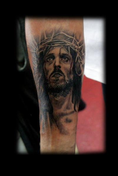 Arm Jesus Religiös Tattoo von Alans Tattoo Studio