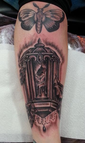 Waden Lampe Motte Kerze Tattoo von Alans Tattoo Studio