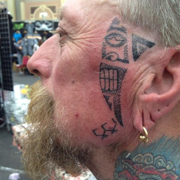 Tribal Gesichts Dotwork Tattoo von Alans Tattoo Studio
