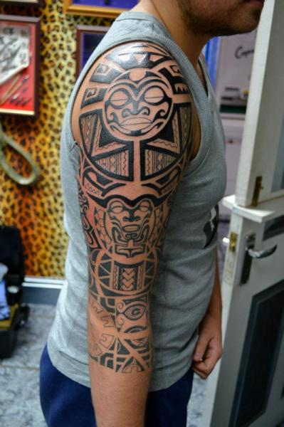 schulter tribal maori tattoo von alans tattoo studio. Black Bedroom Furniture Sets. Home Design Ideas