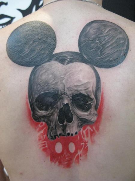 Tatuaje Fantasy Cráneo Espalda Ratoncito Mickey por Elvin Tattoo
