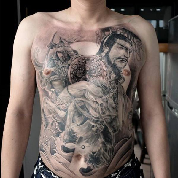 Realistische Brust Samurai Bauch Tattoo von Elvin Tattoo