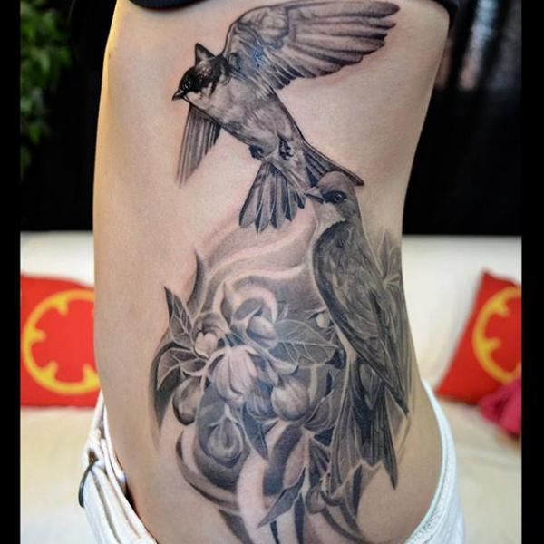 Tatuaje Realista Lado Pájaro por Elvin Tattoo