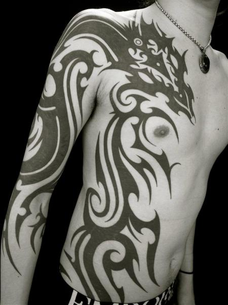 arm brust seite tribal drachen tattoo von apocaript. Black Bedroom Furniture Sets. Home Design Ideas