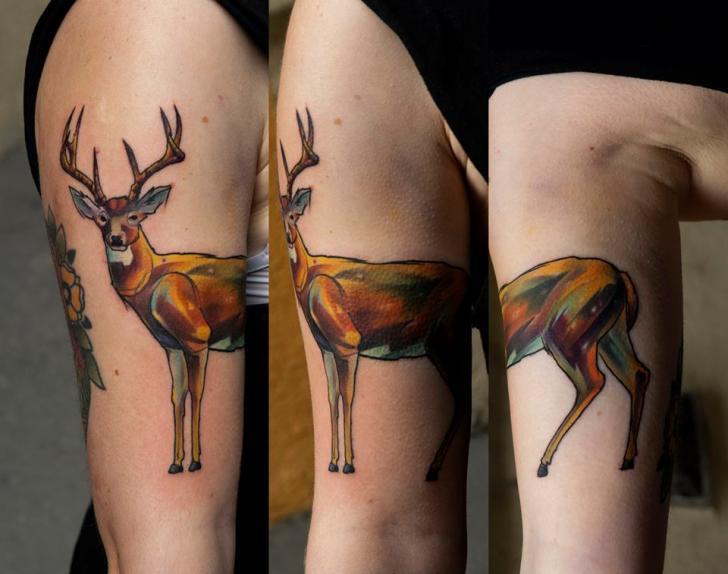 Tatuaje Brazo Ciervo por Dark Art Tattoo