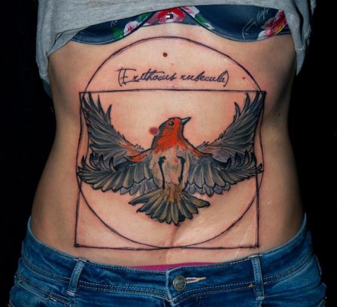 Tatuaje Vientre Pájaro por Dark Art Tattoo