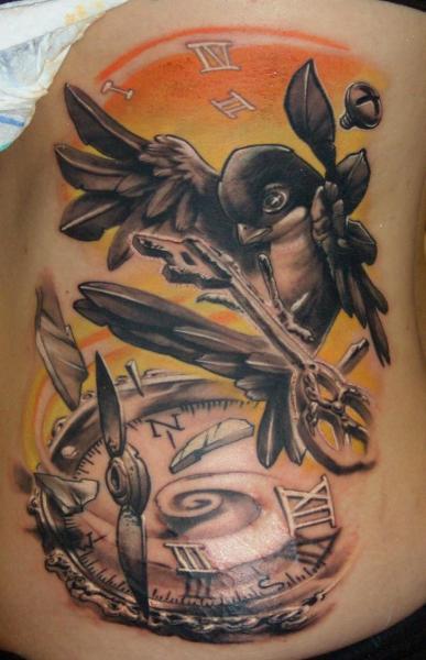 Fantasie Uhr Vogel Schlüssel Tattoo von Dark Art Tattoo