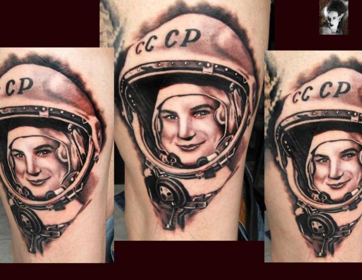 Porträt Astronaut Tattoo von Morbida Tattoo