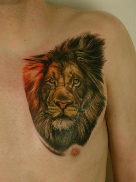 Tatuaje Realista Pecho Águila por Heidi Hay Tattoo
