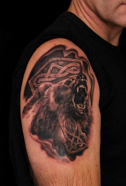 Shoulder Realistic Bear Tattoo by Heidi Hay Tattoo