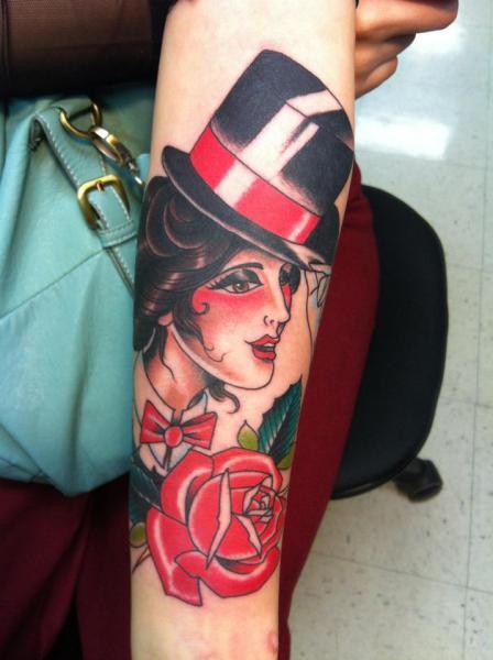 Tatuaggio Braccio New School Fiore Donne Cappello di Da Vinci Tattoo