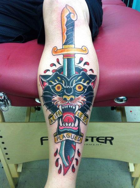 Arm Old School Dolch Panther Tattoo von Da Vinci Tattoo