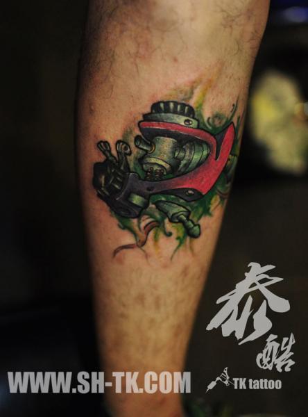 Fantasie Bein Tattoo Maschine Tattoo von SH TH