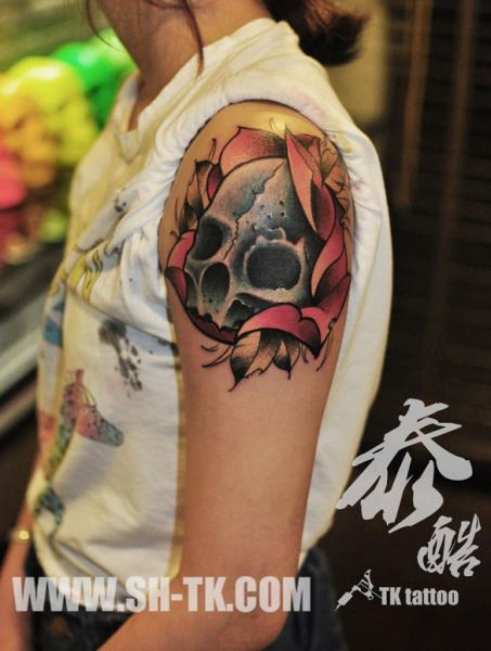 Shoulder Skull Tattoo by SH TH