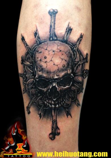 Tatuaje Brazo Cráneo por Heihuotang Tattoo