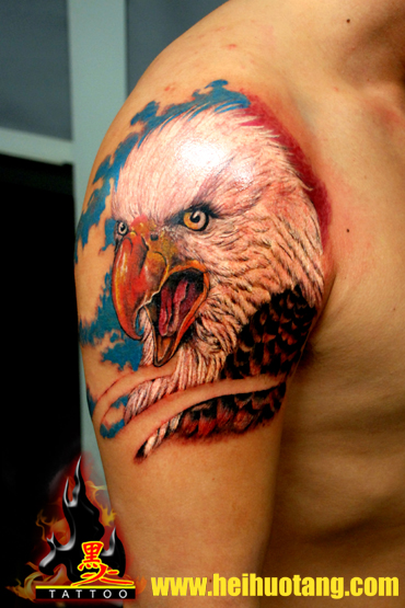 Shoulder Realistic Eagle Tattoo by Heihuotang Tattoo
