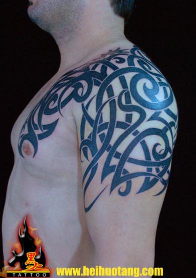 Tatuaje Hombro Tribal por Heihuotang Tattoo