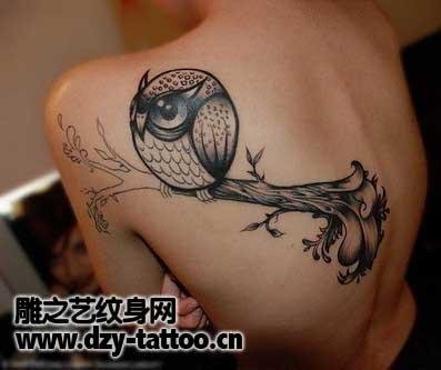 Schulter Fantasie Eulen Tattoo von Dzy Tattoo
