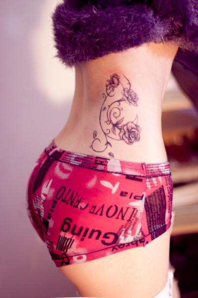 Tatuaggio Fiore Fianco di GZ Tattoo