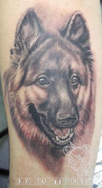 Arm Realistische Hund Tattoo von Elektrisk Tatovering